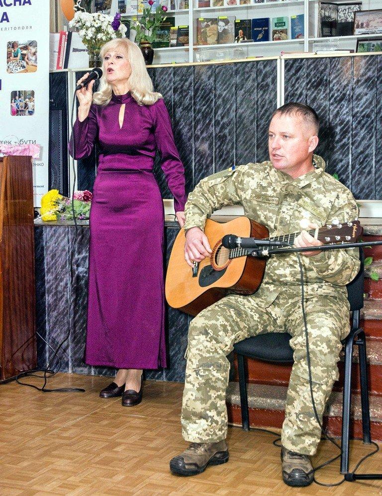В Мелитополе состоялся литературно-музыкальный вечер Лидии Суховей , фото-4