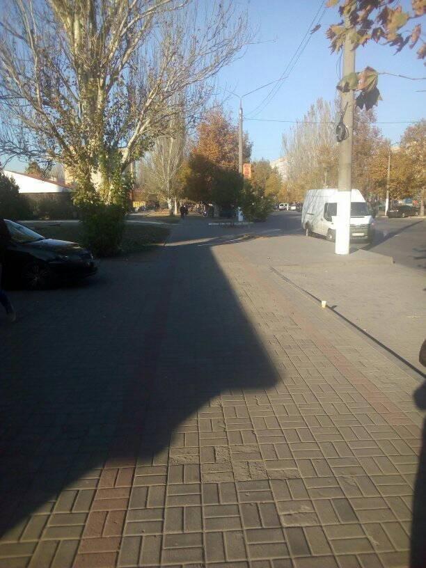 Мелитопольские таксисты паркуются прямо на тротуаре , фото-2, Фото П. Антонова