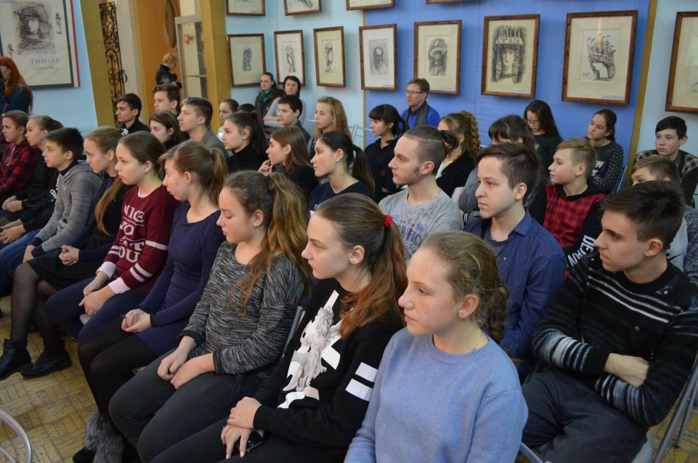 Мелитопольские школьники почтили память жертв Голодомора , фото-1, Фото Мелитопольского краеведческого музея