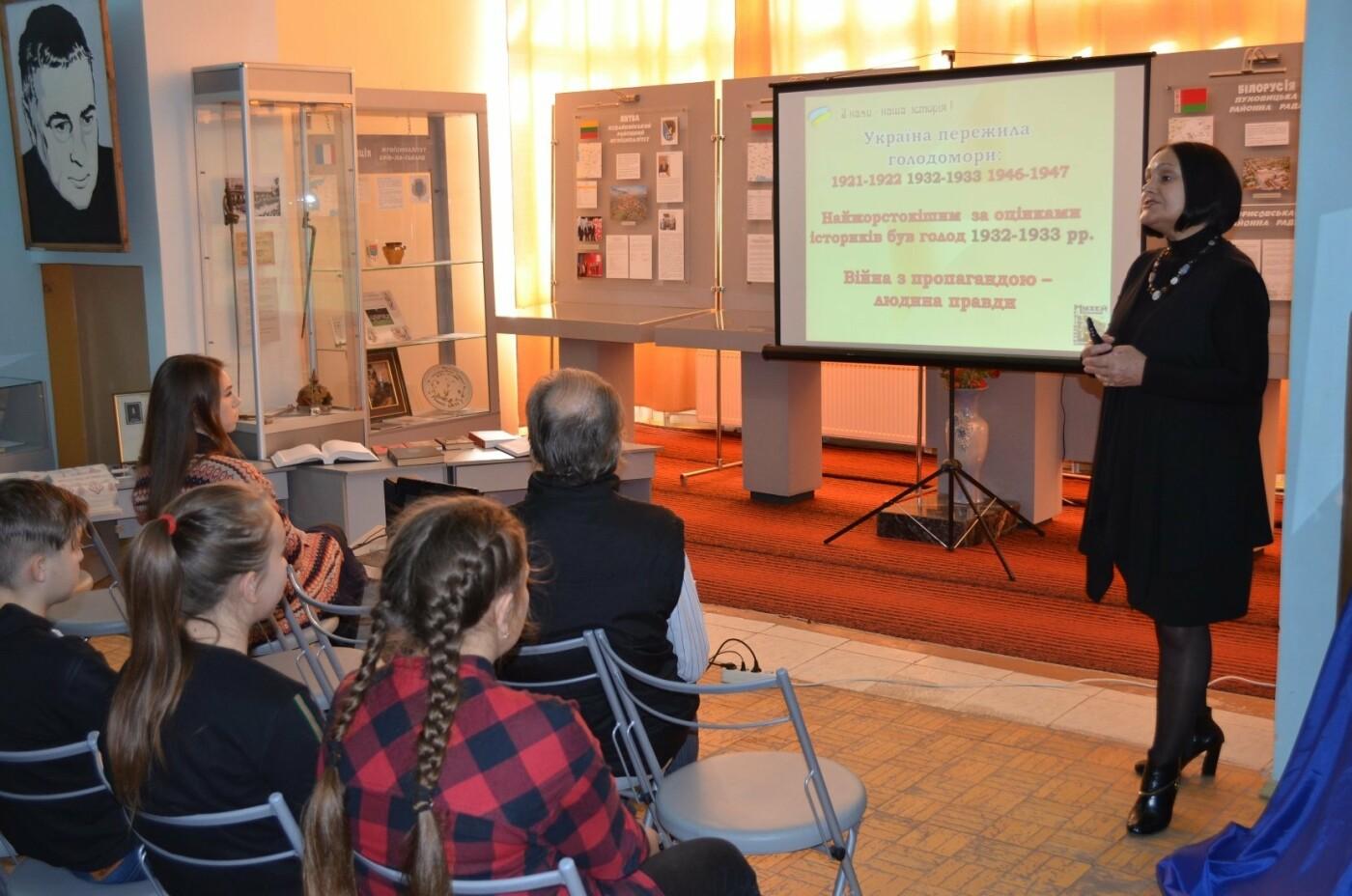 Мелитопольские школьники почтили память жертв Голодомора , фото-5, Фото Мелитопольского краеведческого музея