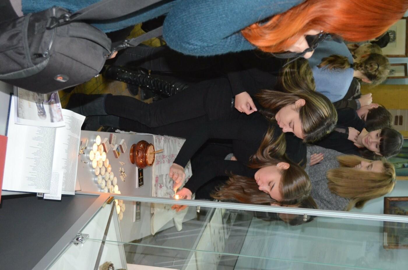 Мелитопольские школьники почтили память жертв Голодомора , фото-3, Фото Мелитопольского краеведческого музея