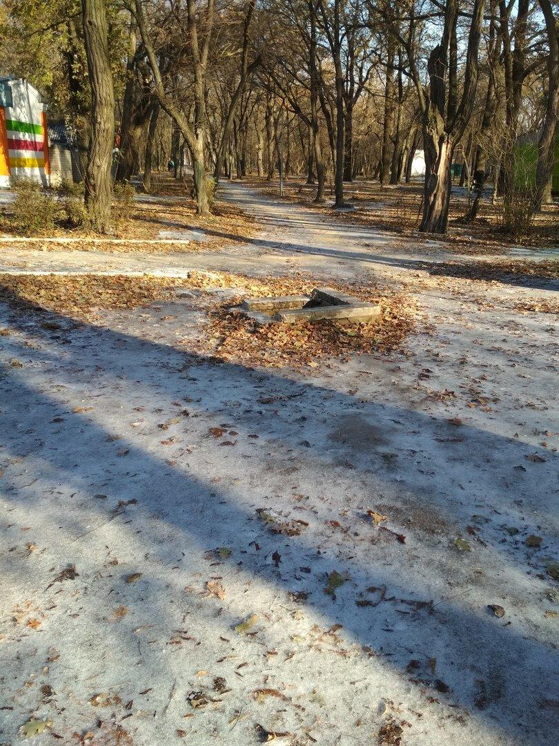 В центре мелитопольского парка обнаружили опасный колодец, фото-2