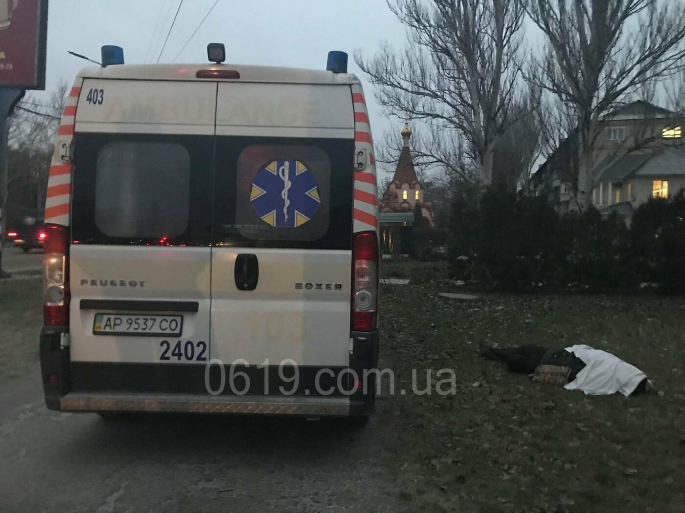 В Мелитополе тело мертвого мужчины не забирают с улицы из-за отсутствия полиции, - ФОТО, фото-2
