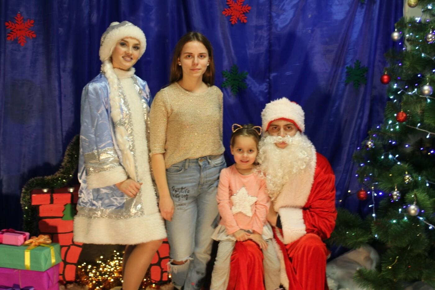 Маленькие мелитопольцы посетили резиденцию Деда Мороза, фото-2