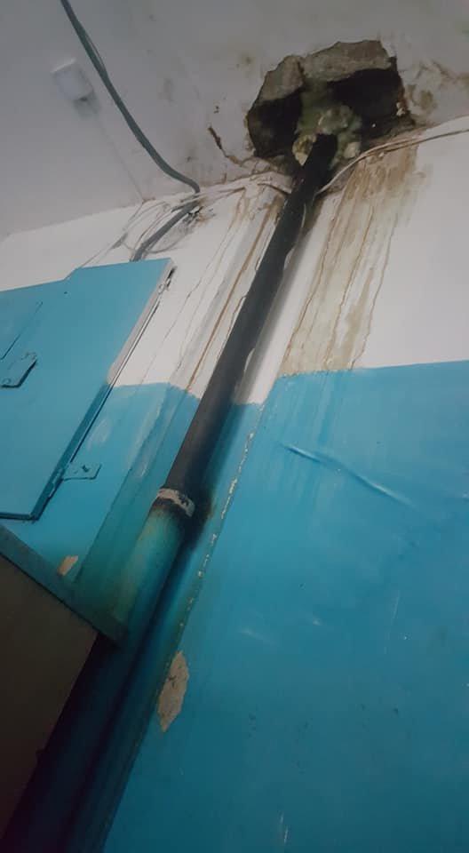 В Мелитополе жильцы многоэтажки жалуются на протекающую крышу, фото-1