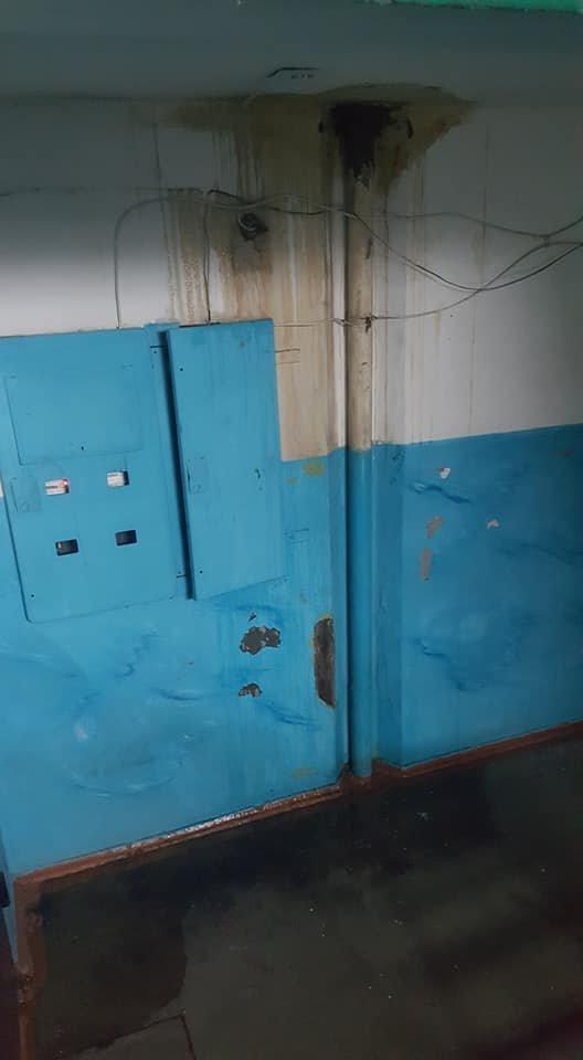 В Мелитополе жильцы многоэтажки жалуются на протекающую крышу, фото-2