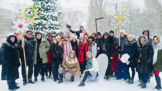 В разных районах Мелитополя молодежь устроила рождественские представления , фото-1