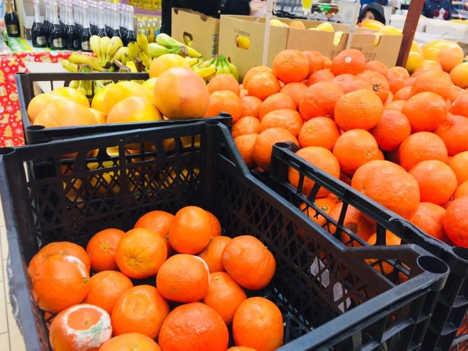 В мелитопольском супермаркете торгуют гнилыми цитрусовыми, фото-2