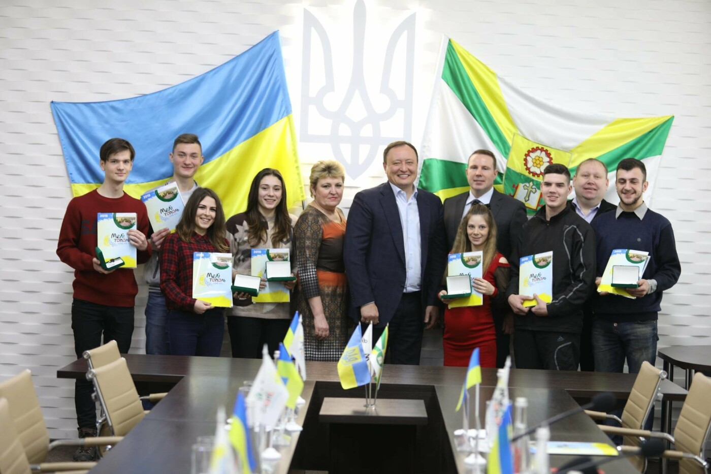 В Мелитополе дети-сироты получили квартиры в новостройке , фото-3