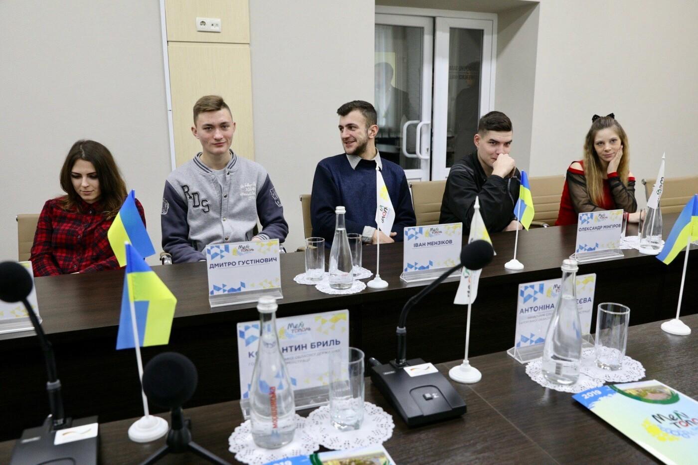 В Мелитополе дети-сироты получили квартиры в новостройке , фото-1