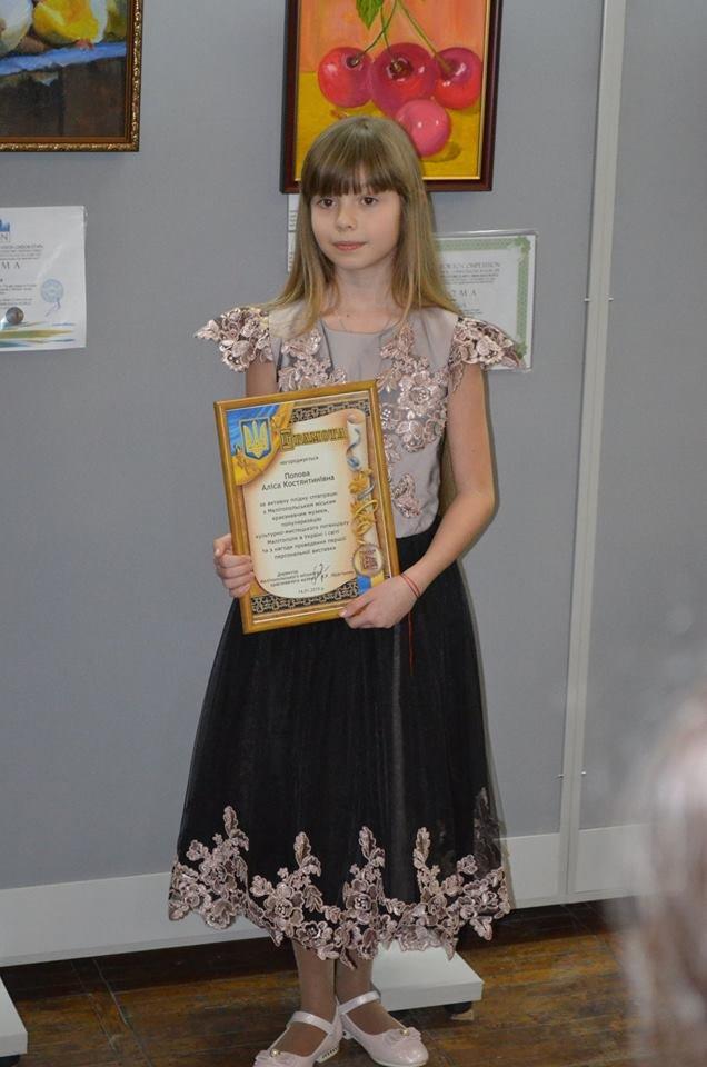 Юную мелитопольскую художницу наградили в Париже орденом и почетной грамотой, фото-3