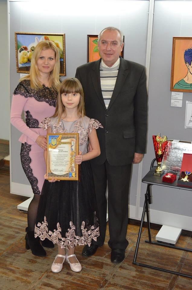 Юную мелитопольскую художницу наградили в Париже орденом и почетной грамотой, фото-1