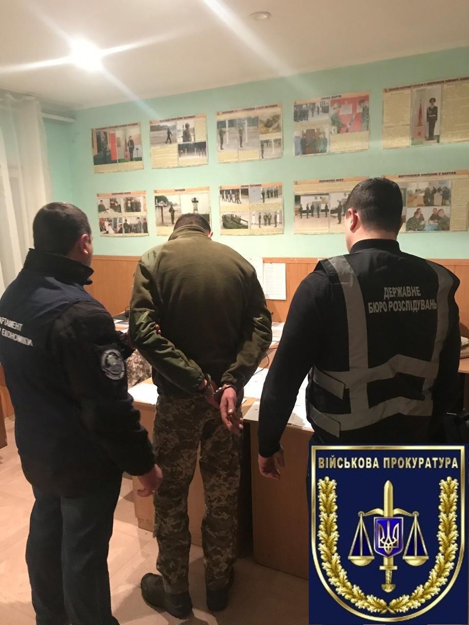 В Мелитополе во время получения взятки задержали офицера , фото-1