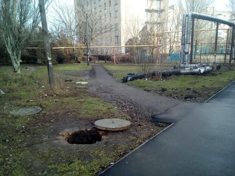 В центре Мелитополя обнаружили опасный люк, фото-2, Фото из соцсети