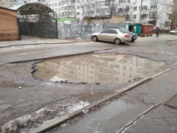 Мелитопольцы жалуются на огромную лужу посреди дороги, фото-2