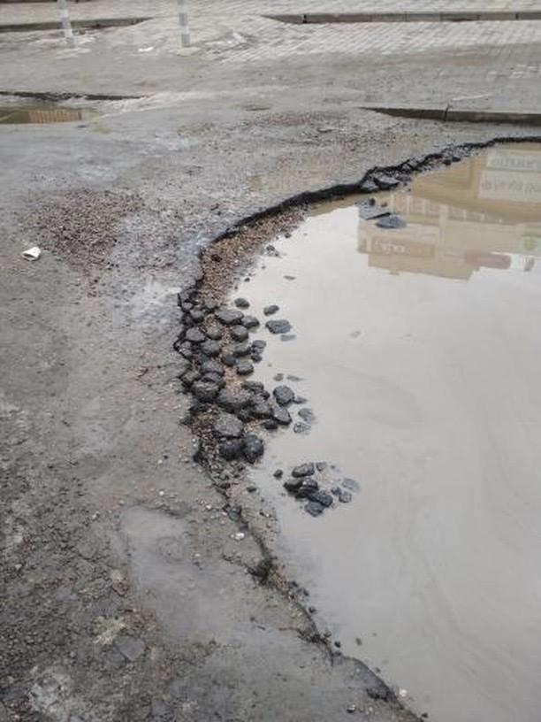 Мелитопольцы жалуются на огромную лужу посреди дороги, фото-3