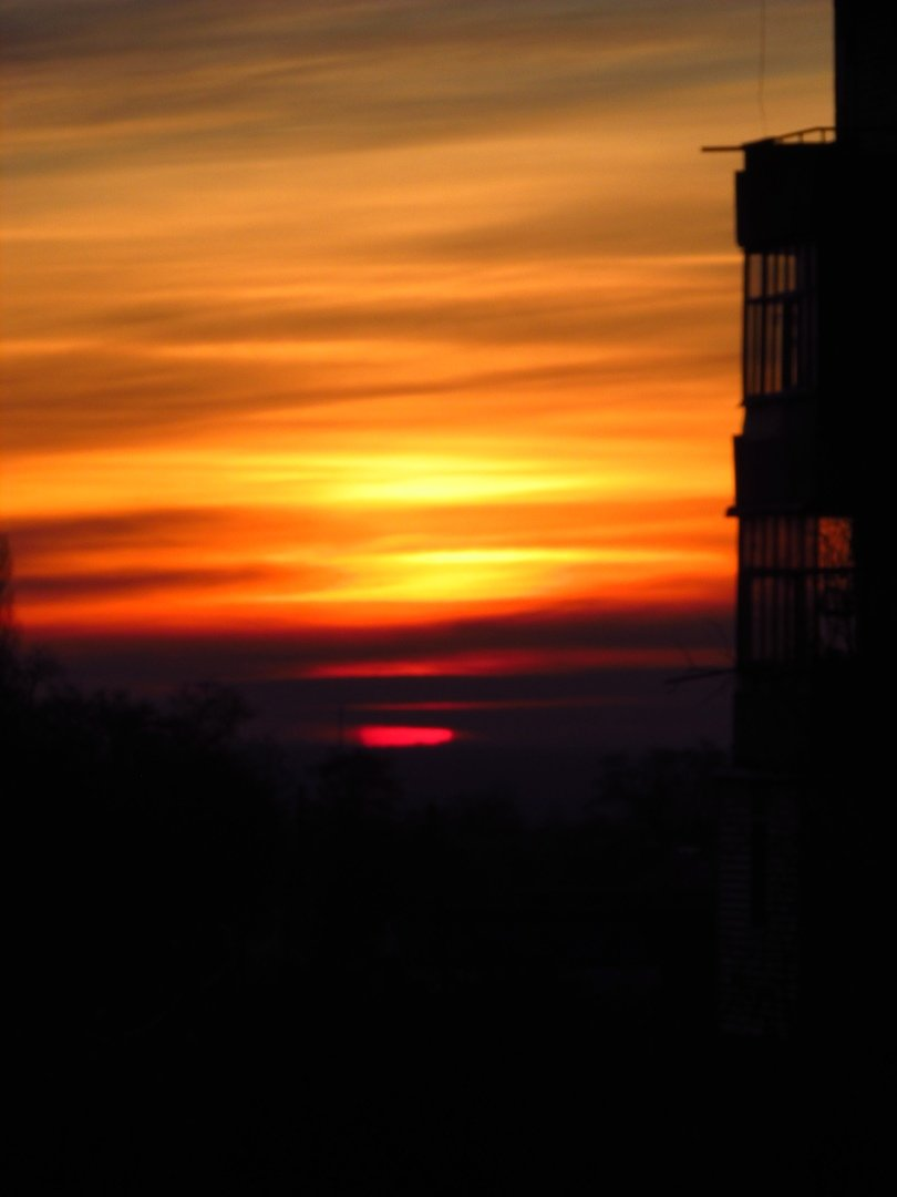 В сети опубликовали фото потрясающего рассвета в Мелитополе, фото-4