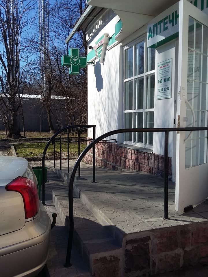В Мелитополе автохам припарковался прямо перед входом в аптеку , фото-4, Фото из соцсетей