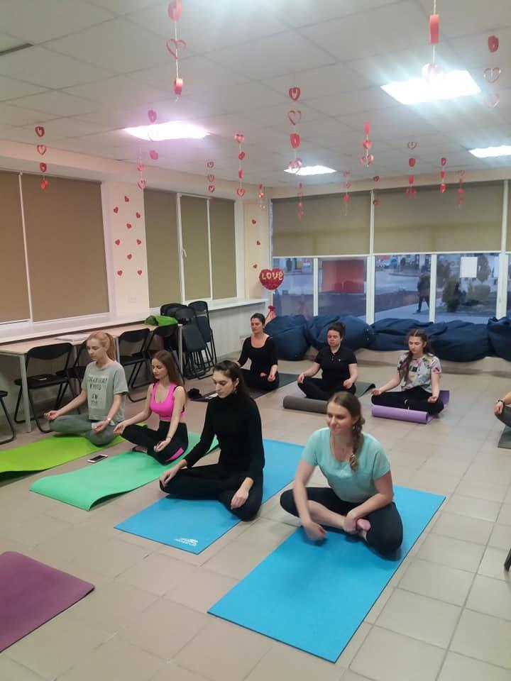 Для мелитопольской молодежи провели занятие по йоге , фото-1