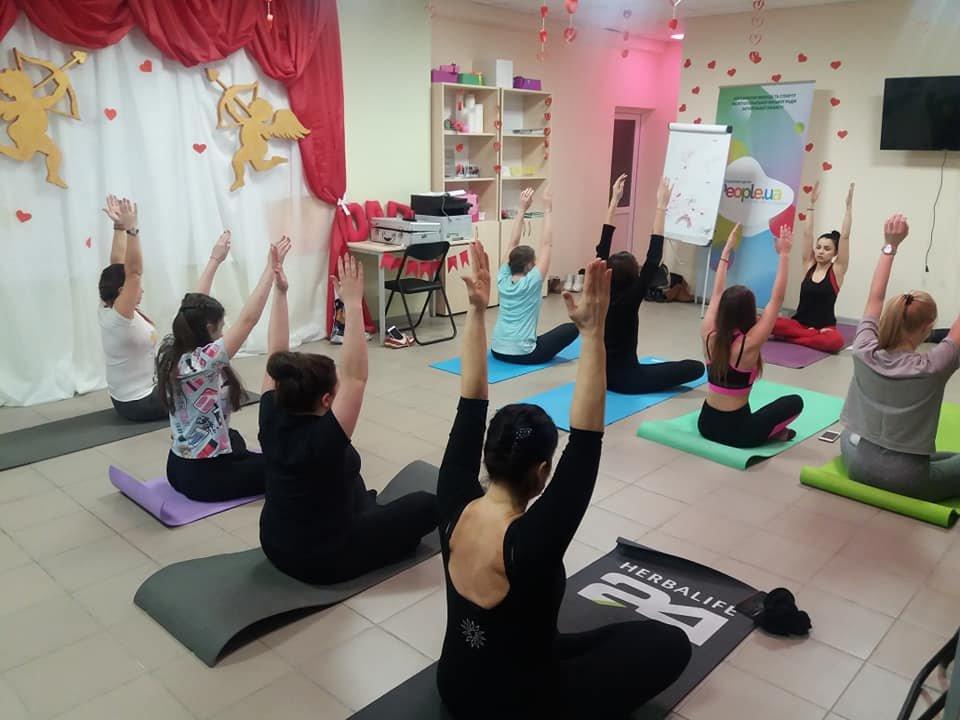 Для мелитопольской молодежи провели занятие по йоге , фото-4