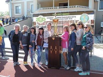 В Мелитополь привезли легендарный кубок Украины по футболу, фото-3