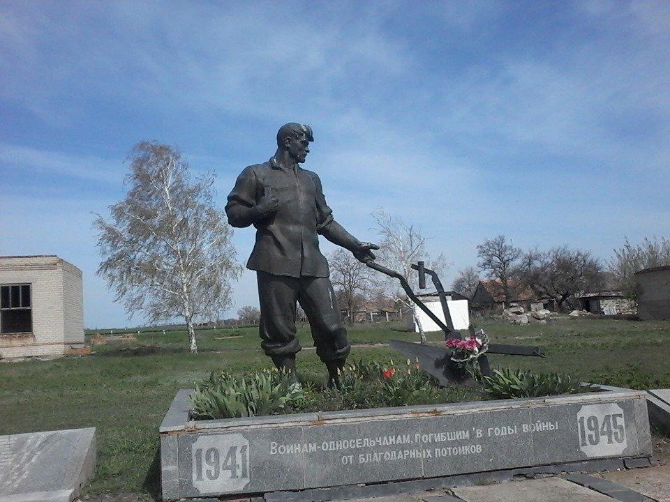 В сети показали фото памятников героям Второй мировой войны в Мелитопольском районе, фото-9