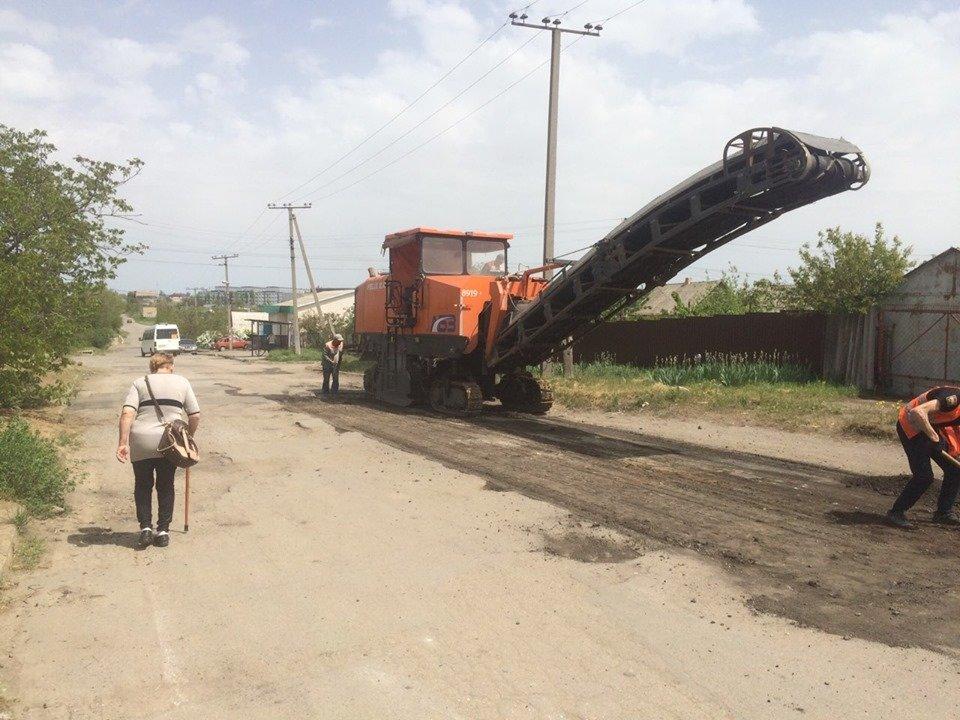 В Мелитополе продолжается ямочный ремонт дорог, фото-1