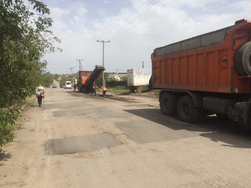 В Мелитополе продолжается ямочный ремонт дорог, фото-2
