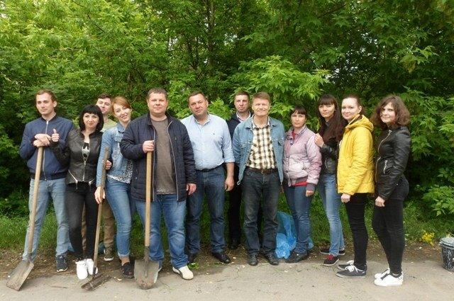 Сотрудники Мелитопольской райгосадминистрации убрали мусор вдоль обочины дороги, фото-2
