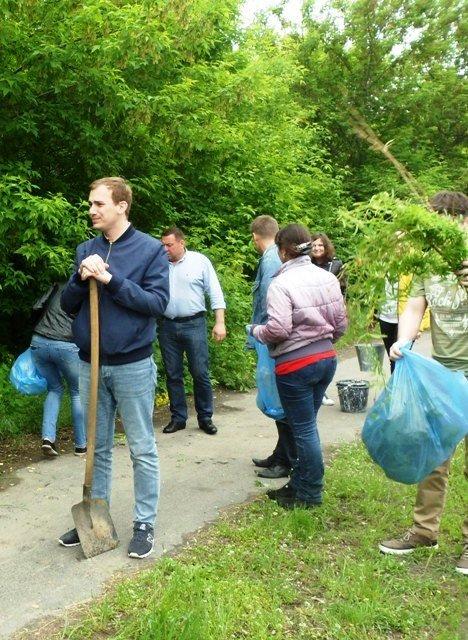Сотрудники Мелитопольской райгосадминистрации убрали мусор вдоль обочины дороги, фото-3