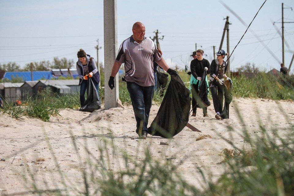 """С побережья Азовского моря убрали тонны мусора , фото-8, Фото со страницы общественной организации """"Эко-корпус"""""""