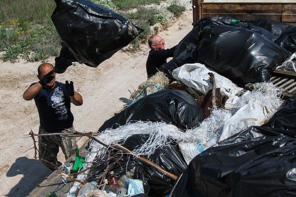 """С побережья Азовского моря убрали тонны мусора , фото-9, Фото со страницы общественной организации """"Эко-корпус"""""""