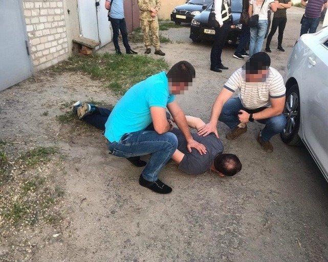 В СБУ рассказали за что задержали мелитопольского полицейского , фото-1