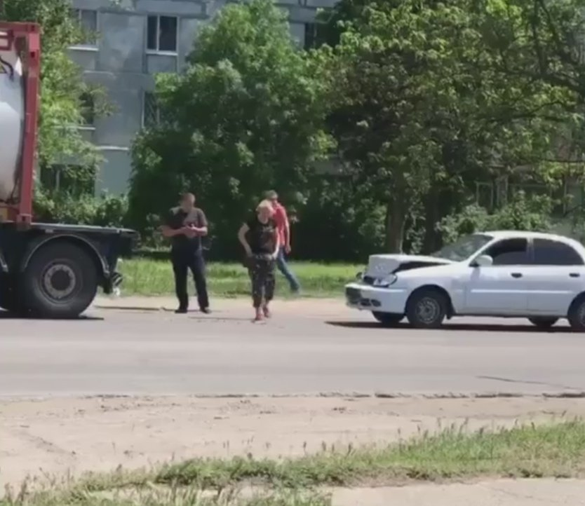 """В Мелитополе """"Daewoo Sens"""" столкнулся с бензовозом , фото-1"""
