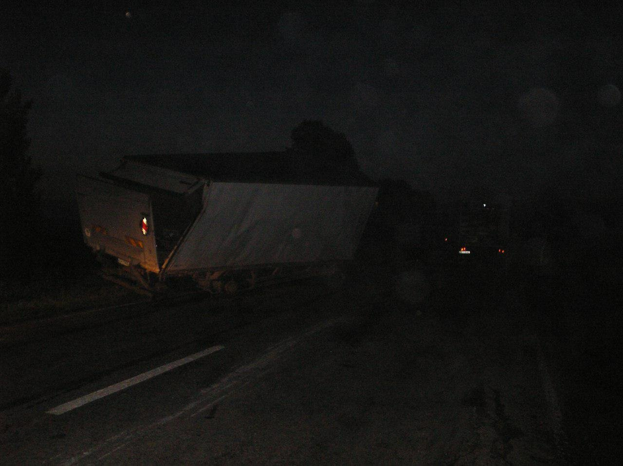 В Приазовском районе перевернулся грузовик , фото-2