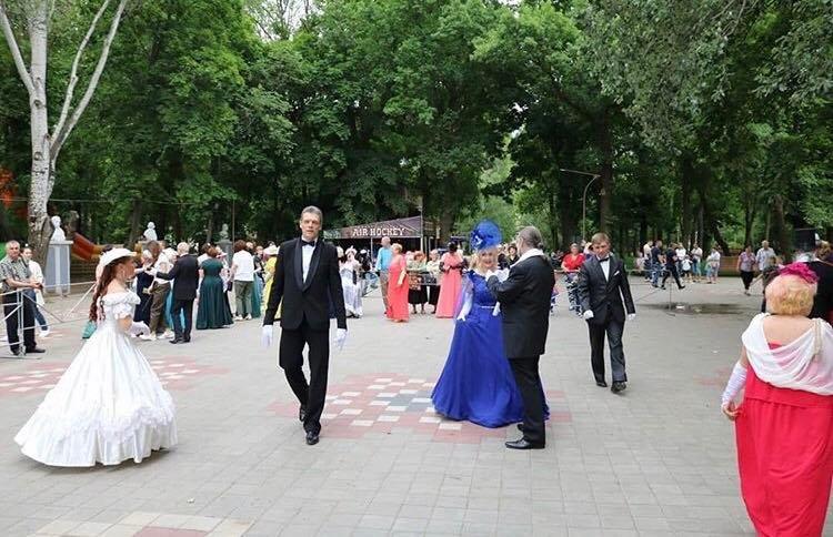 В мелитопольском парке состоялся Бал дворян , фото-1, Фото со страницы парка в Инстаграм
