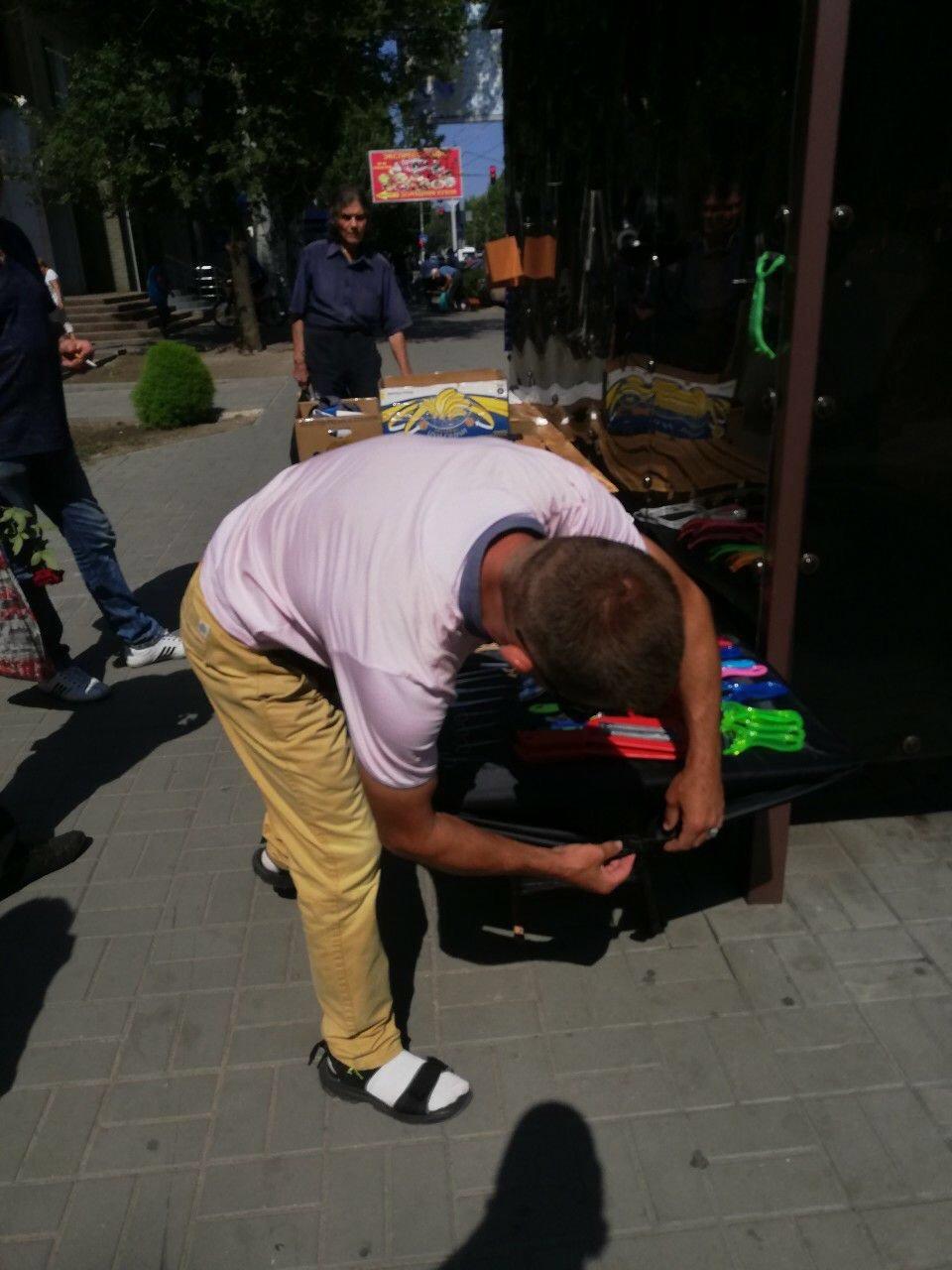 В Мелитополе стихийный торговец заплатит сразу два штрафа , фото-1
