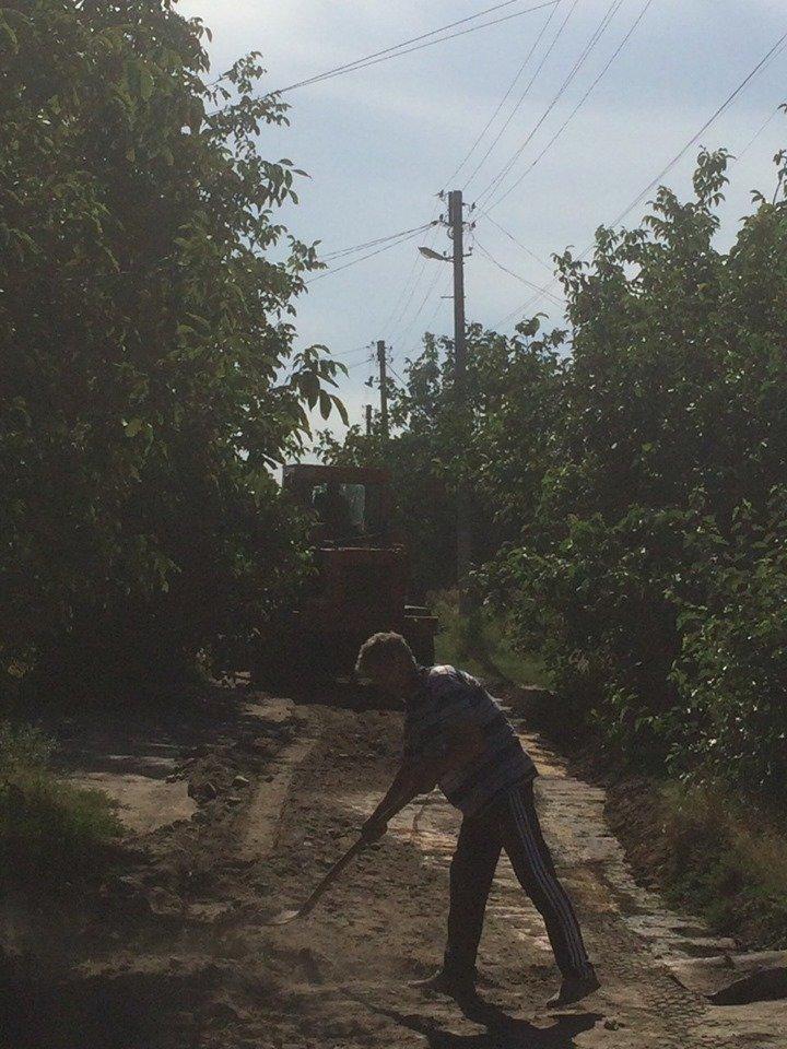 В Мелитополе продолжают грейдировать улицы, фото-3