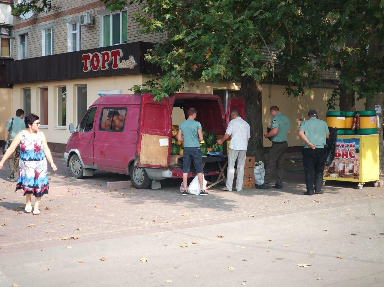 В Мелитополе стихийный торговец заплатит сразу два штрафа, фото-1