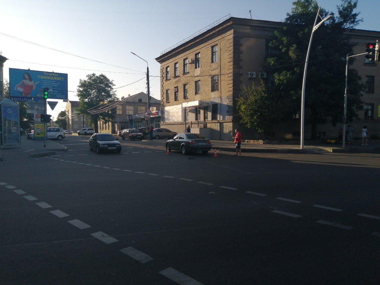 В центре Мелитополя в результате ДТП автомобиль вынесло на тротуар, - ФОТО , фото-5