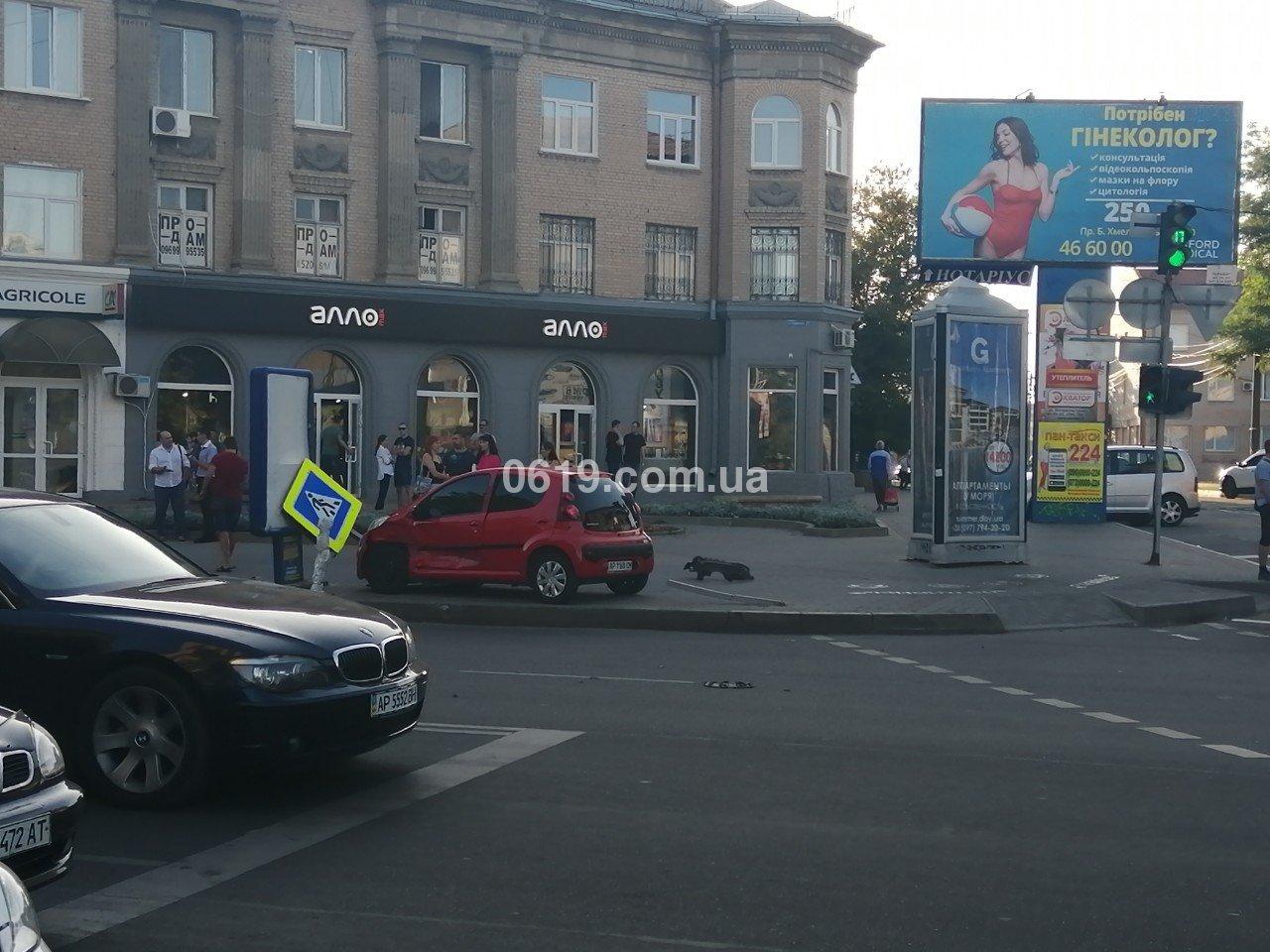 В центре Мелитополя в результате ДТП автомобиль вынесло на тротуар, - ФОТО , фото-2