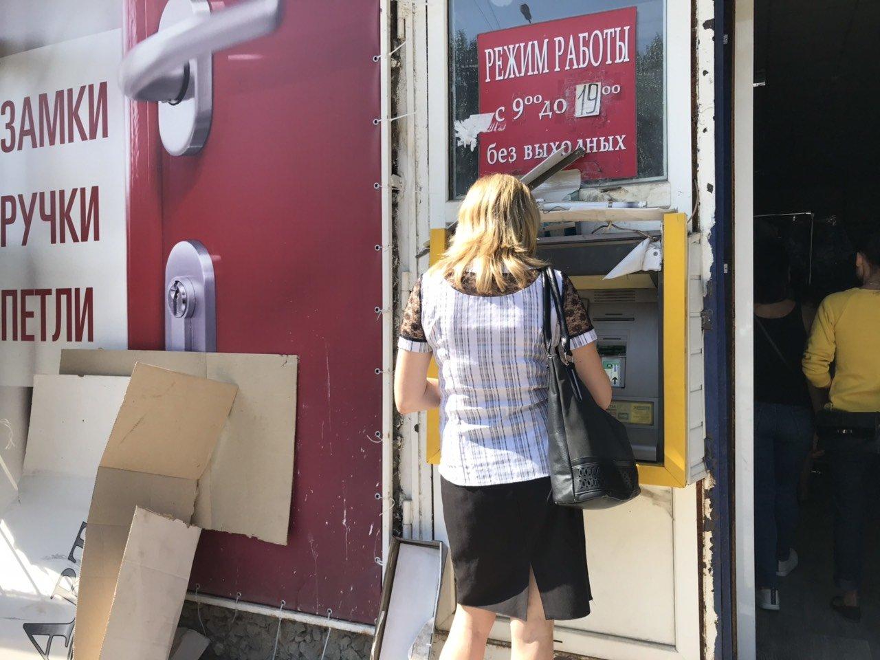 В Мелитополе неизвестные разгромили банкомат , фото-2