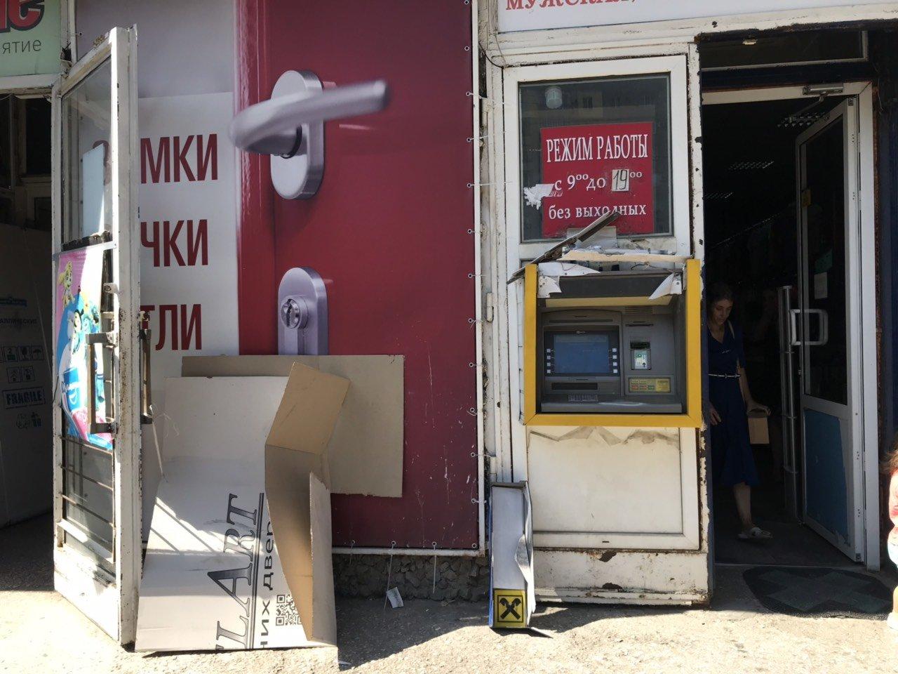 В Мелитополе неизвестные разгромили банкомат , фото-1