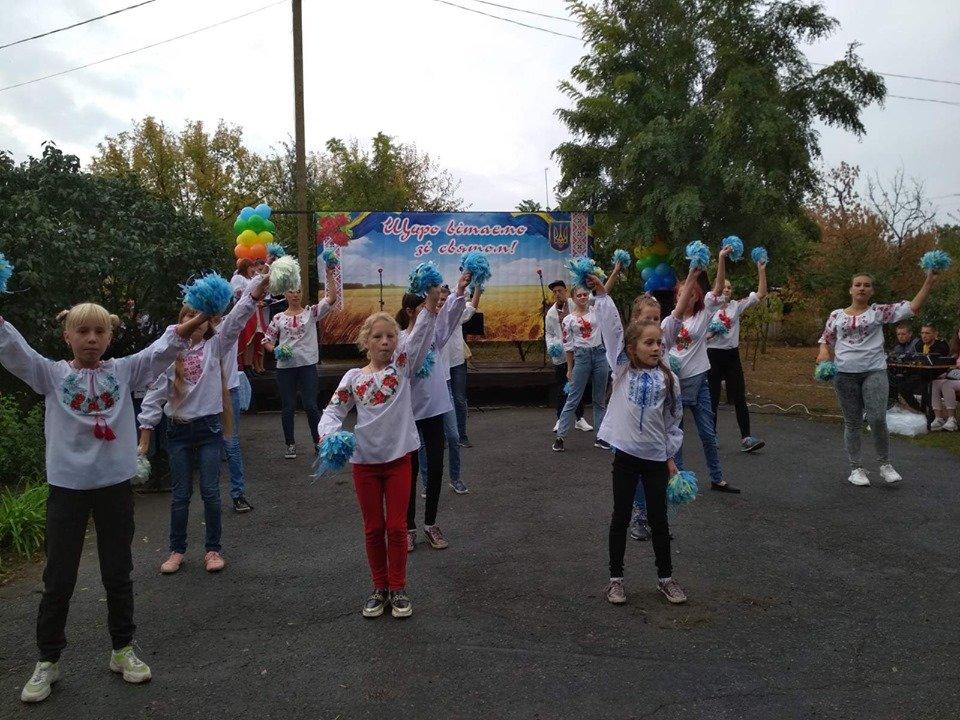 Жители села в Мелитопольском районе принимали поздравления , фото-3