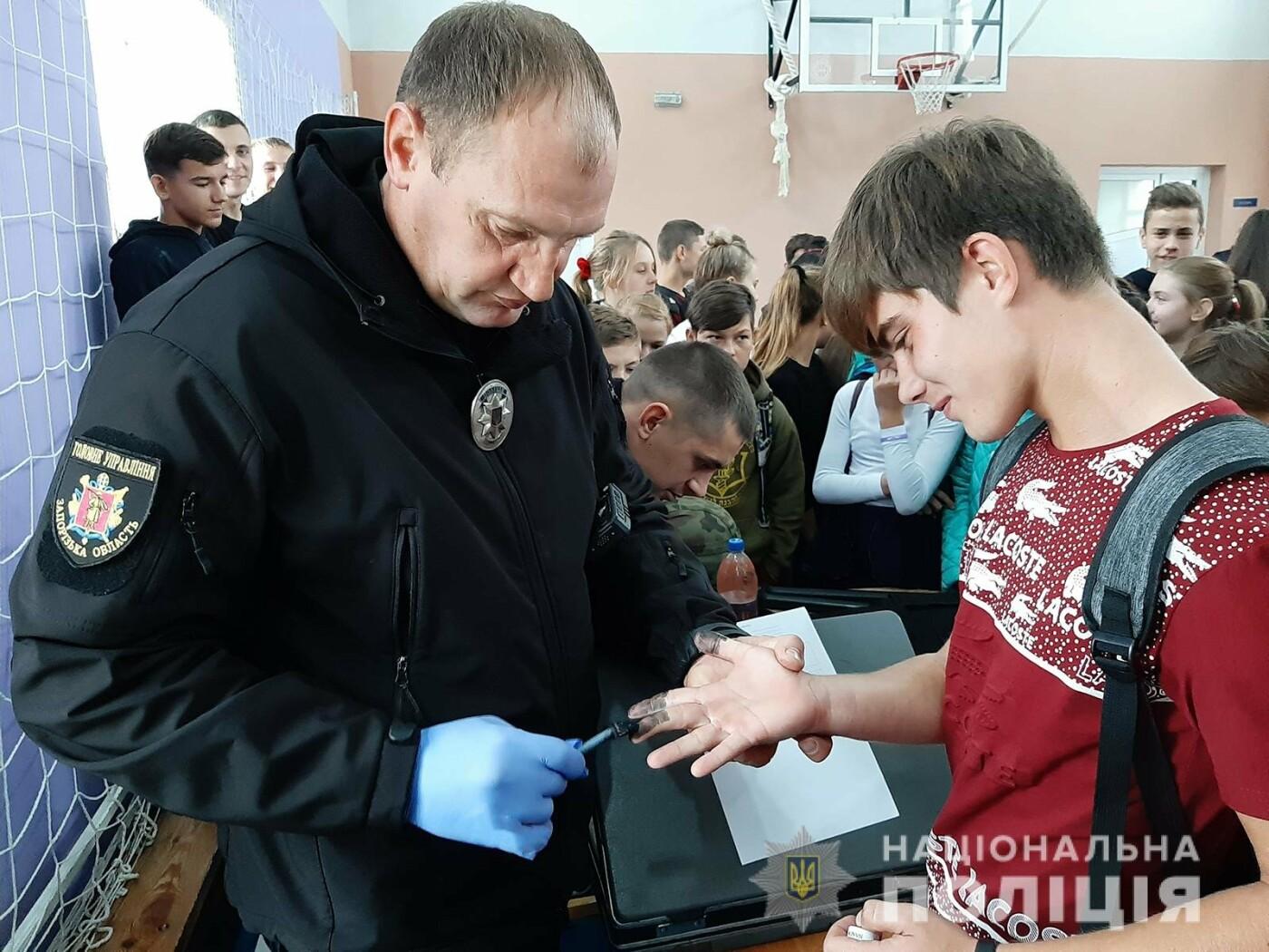 Полицейские и спасатели рассказали школьникам Мелитопольского района о своих профессиях, фото-4