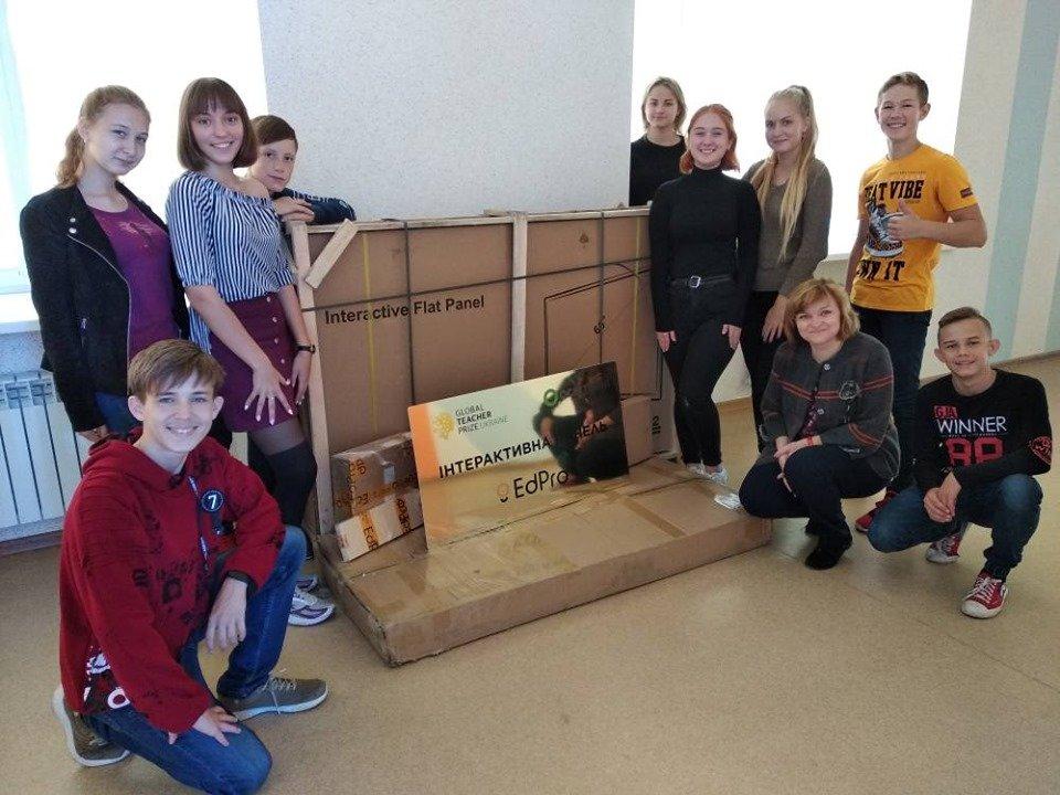 Мелитопольская учительница заработала для своей школы крутые подарки , фото-1