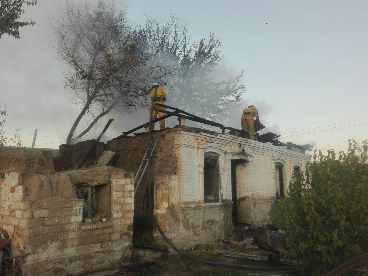 В селе под Мелитополем загорелся жилой дом, - ФОТО , фото-1