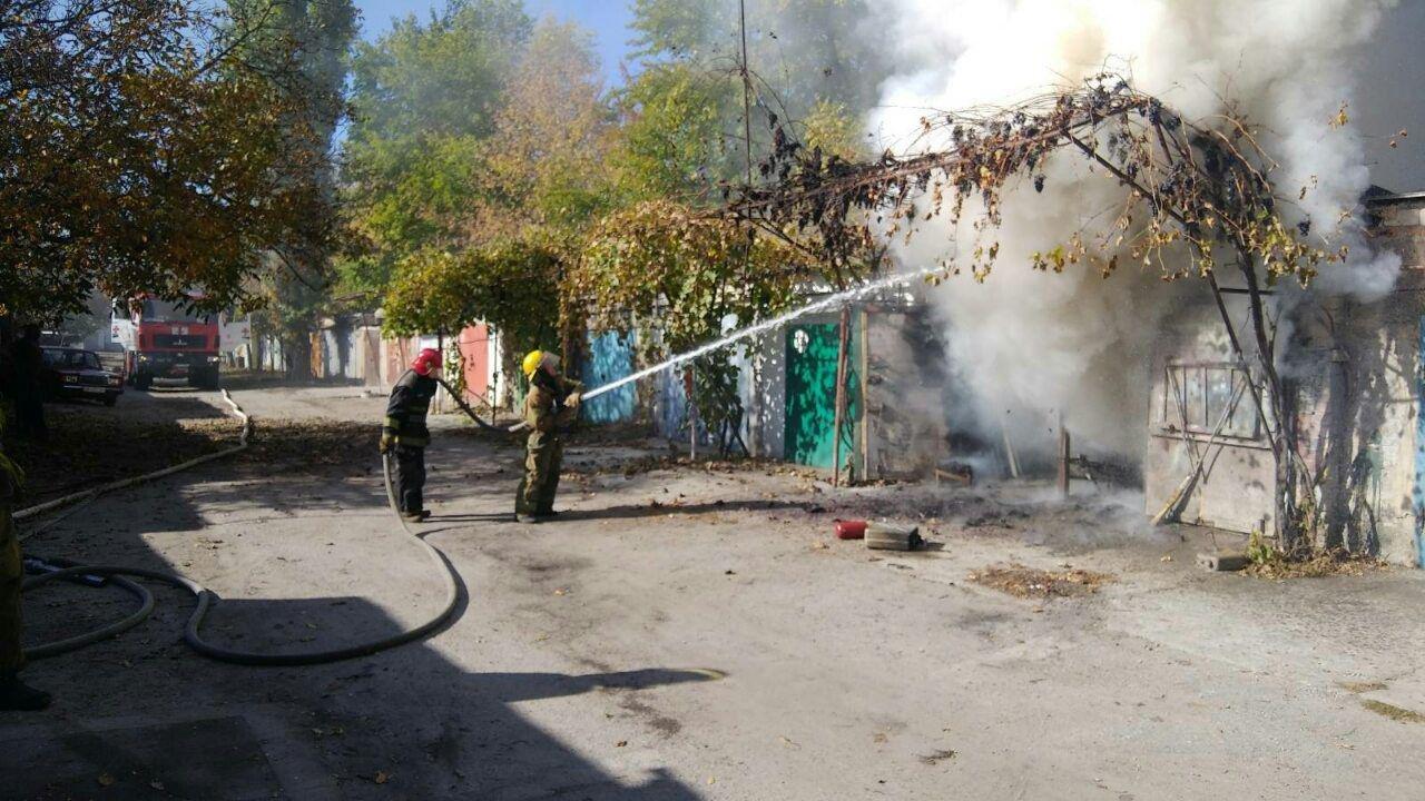 В Мелитополе мужчина пострадал, пытаясь потушить пожар в гараже, - ФОТО, фото-1