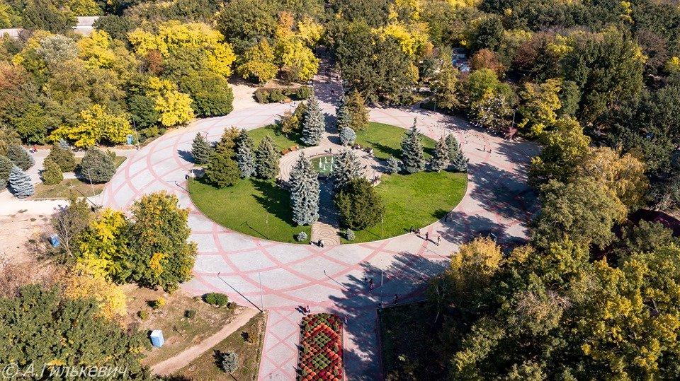 Город в золоте: осенний Мелитополь показали с высоты птичьего полета, - ФОТО, фото-2