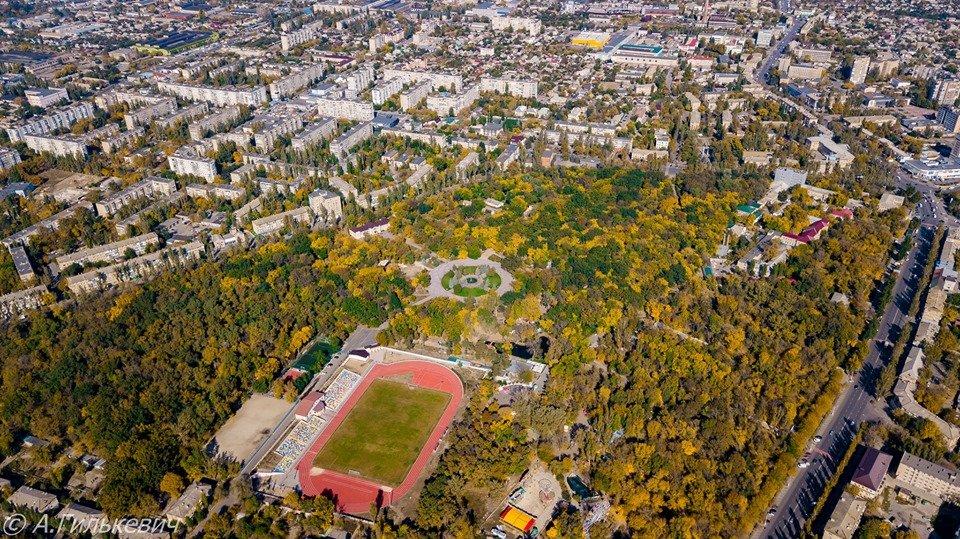 Город в золоте: осенний Мелитополь показали с высоты птичьего полета, - ФОТО, фото-4